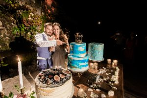 Luxury russian wedding in Villa Cimbrone-Ravello-italian weddings and events-cake cutting